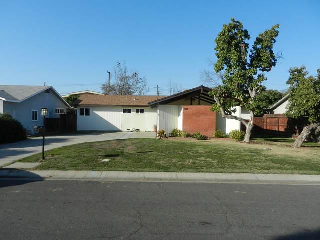 948 W Iris Avenue, Visalia, CA 93277 (#209650) :: Martinez Team