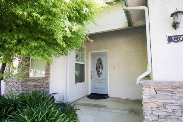 2006 N Cambridge Circle, Reedley, CA 93654 (#210117) :: The Jillian Bos Team
