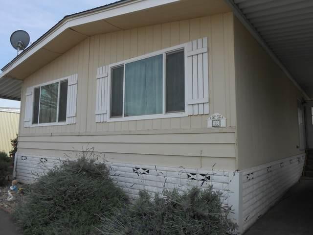 415 N Akers Street Sp 20, Visalia, CA 93291 (#210218) :: Martinez Team