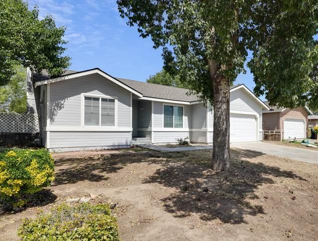 1922 E Douglas Avenue, Visalia, CA 93292 (#210234) :: The Jillian Bos Team
