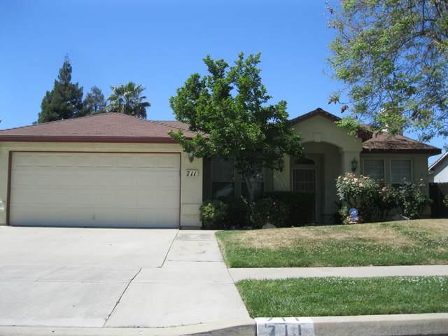711 N Sacramento Street, Tulare, CA 93274 (#210271) :: The Jillian Bos Team