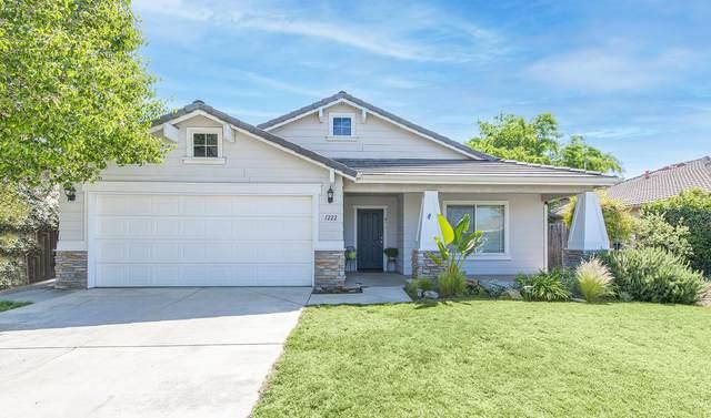 1222 Nelder Grove Street, Tulare, CA 93274 (#210431) :: Martinez Team