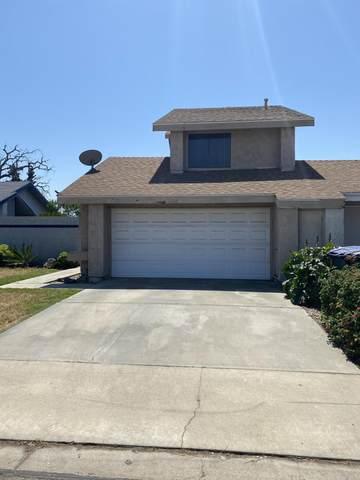 807 E Harold Avenue, Visalia, CA 93292 (#210725) :: The Jillian Bos Team
