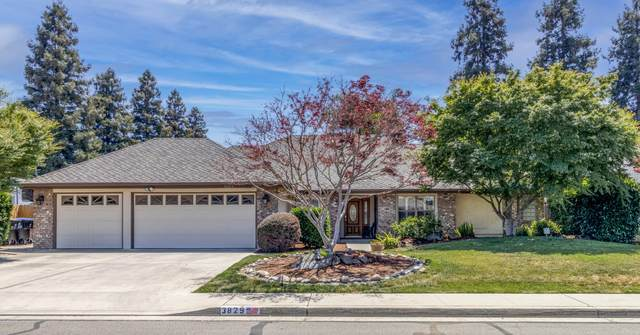 3829 W Hemlock Avenue, Visalia, CA 93277 (#210807) :: The Jillian Bos Team