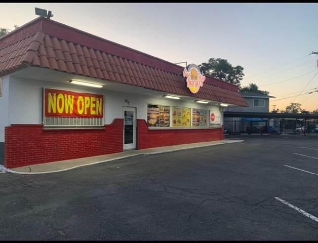 907 N Court Street, Visalia, CA 93291 (#210888) :: The Jillian Bos Team