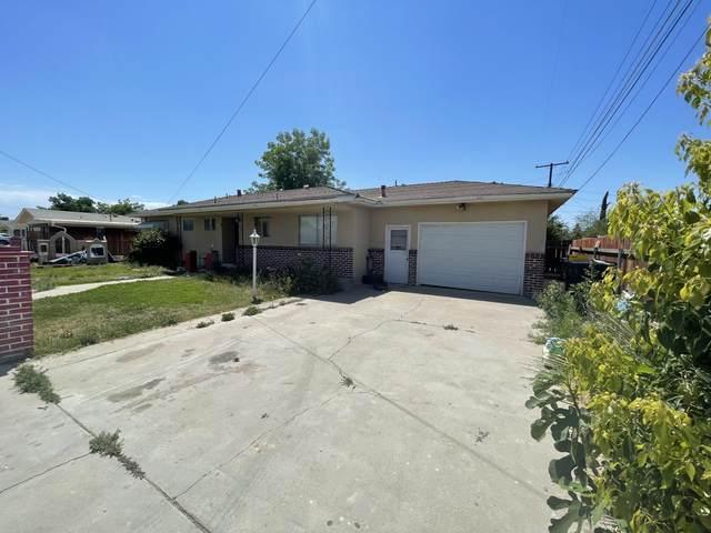 311 W Camron Avenue, Tulare, CA 93274 (#211362) :: Martinez Team