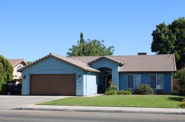 1660 W Westfield Avenue, Porterville, CA 93257 (#211388) :: Martinez Team
