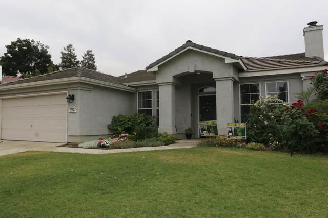 1921 W San Lucia Avenue, Porterville, CA 93257 (#211399) :: Martinez Team