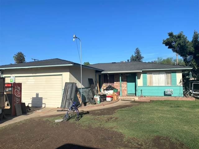 2505 S Encina Street, Visalia, CA 93277 (#211410) :: Robyn Icenhower & Associates
