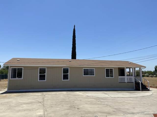 1369 E Olive Avenue, Porterville, CA 93257 (#211454) :: Martinez Team