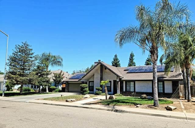 833 E Northridge Drive, Dinuba, CA 93618 (#211460) :: Robyn Icenhower & Associates