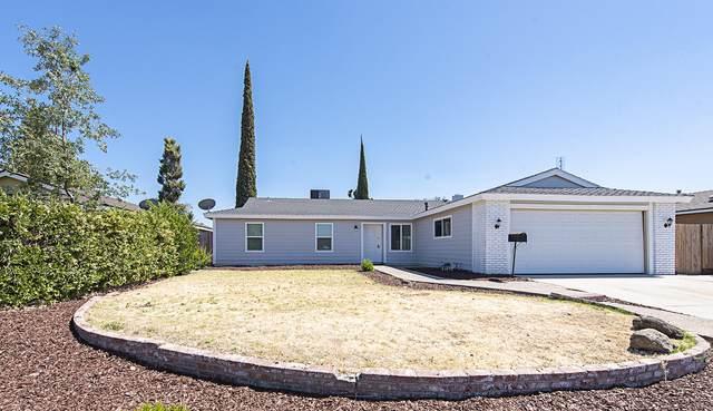 2821 W Sunnyside Avenue, Visalia, CA 93277 (#211461) :: Martinez Team