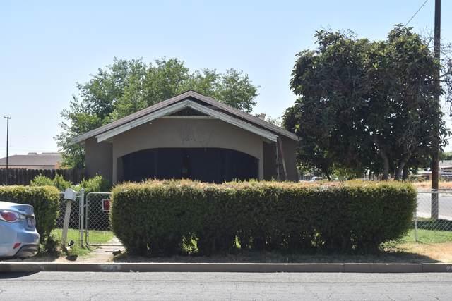 299 Pomegranate Street, Woodlake, CA 93286 (#211513) :: Martinez Team