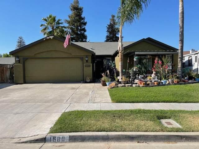 1580 Martinho Avenue, Tulare, CA 93274 (#211514) :: Martinez Team