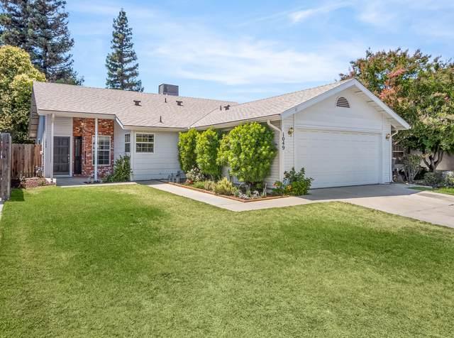 1049 N Atwood Street, Visalia, CA 93291 (#211530) :: Robyn Icenhower & Associates