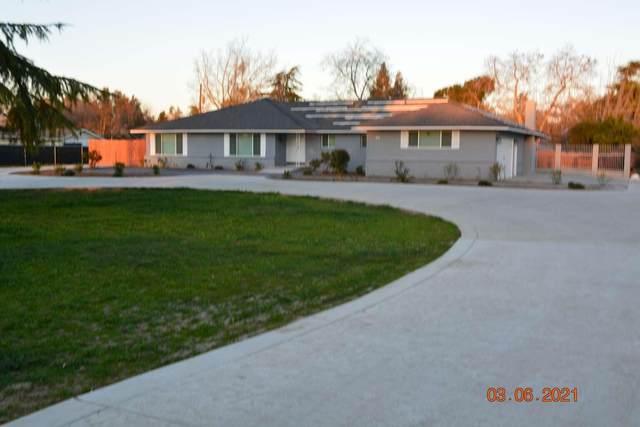 830 Palmer Circle, Lemoore, CA 93245 (#211551) :: Martinez Team