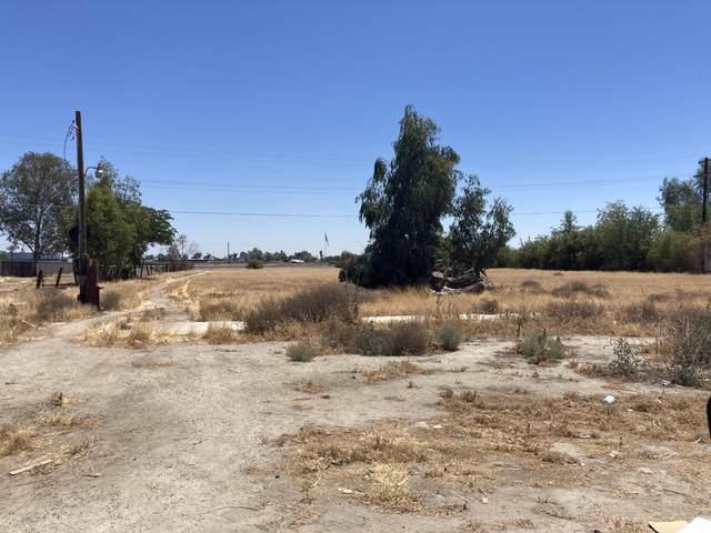 1005 W 6th Street, Hanford, CA 93230 (#211638) :: Martinez Team