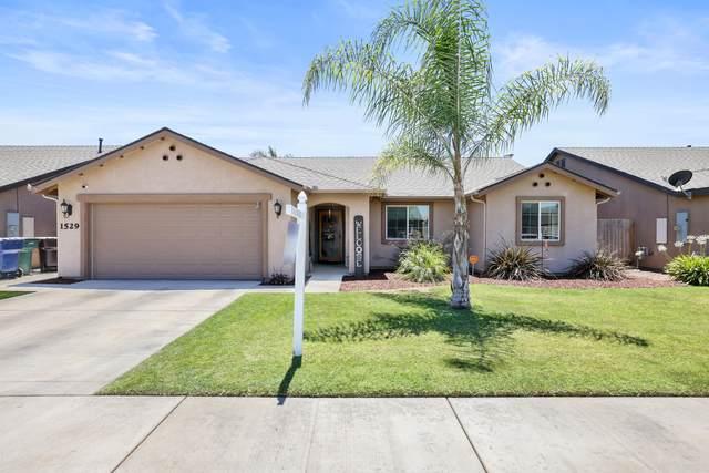 1529 Santa Cruz Avenue, Tulare, CA 93274 (#211691) :: The Jillian Bos Team