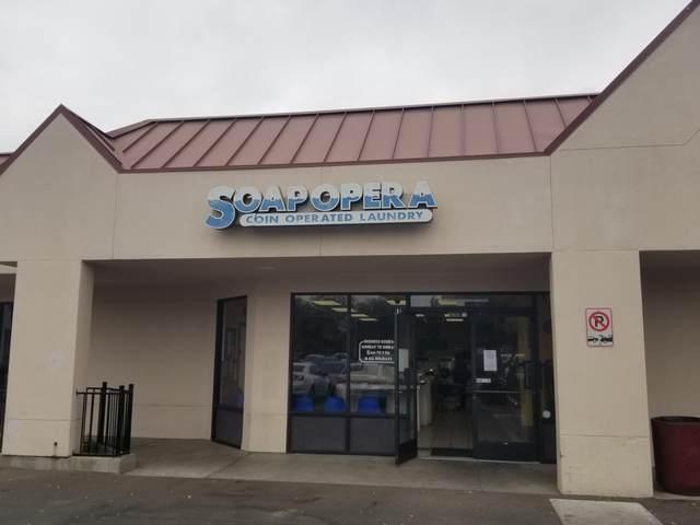 557 W Bardsley Avenue, Tulare, CA 93274 (#211717) :: Robyn Icenhower & Associates