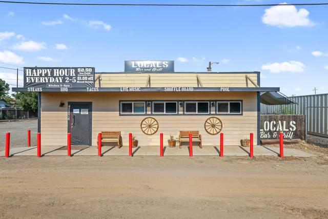42876 Road 80, Dinuba, CA 93618 (#212118) :: Robyn Icenhower & Associates