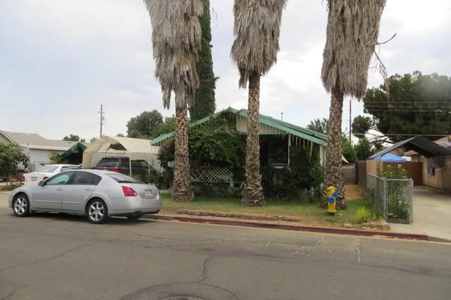 1069 E Whittaker Way, Dinuba, CA 93618 (#212141) :: Martinez Team