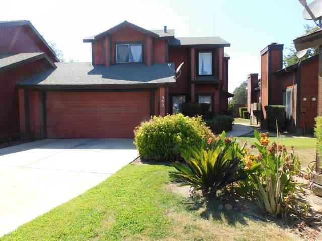 932 E Oakridge Avenue, Visalia, CA 93292 (#212282) :: The Jillian Bos Team