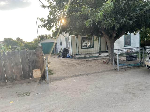 485 S Elm Street, Pixley, CA 93256 (#212353) :: Robyn Icenhower & Associates