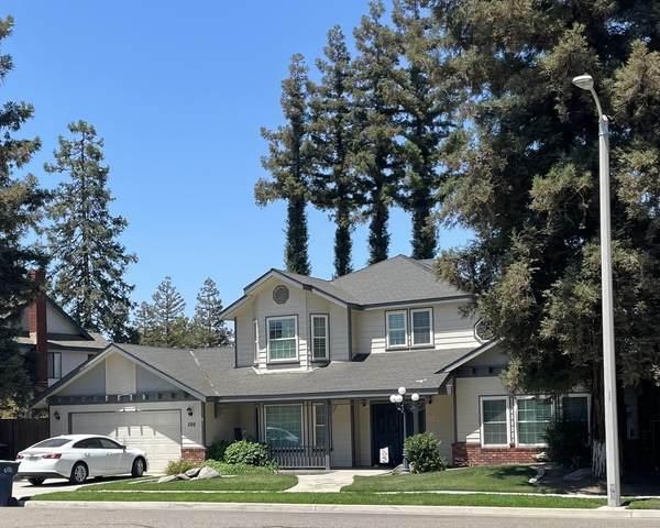 268 E Wilson Avenue, Tulare, CA 93274 (#212398) :: Robyn Icenhower & Associates