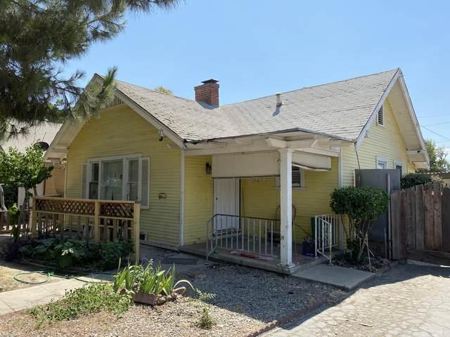 801 S Locust Street, Visalia, CA 93277 (#212408) :: Martinez Team