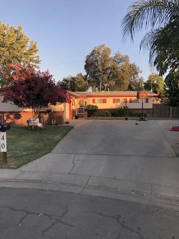 40 N York Street, Porterville, CA 93257 (#212532) :: Martinez Team