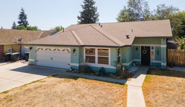663 Parkwest Drive, Porterville, CA 93257 (#212536) :: Martinez Team