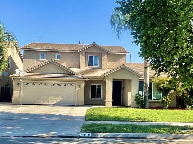 700 W James Court, Visalia, CA 93277 (#213162) :: Martinez Team