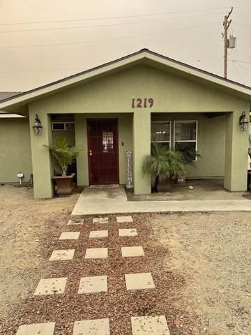 1219 E Sweet Avenue, Visalia, CA 93292 (#213569) :: Martinez Team