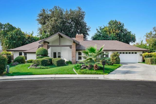 1047 W Sunnyside Avenue, Visalia, CA 93277 (#213571) :: Martinez Team