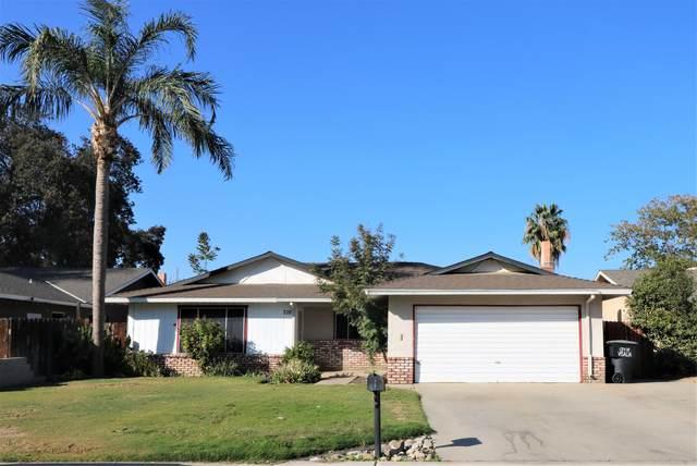 228 E Country Avenue, Visalia, CA 93277 (#213929) :: Robyn Icenhower & Associates