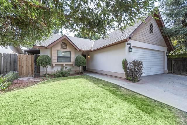 1215 W Whispering Pines Court, Visalia, CA 93277 (#214087) :: Robyn Icenhower & Associates