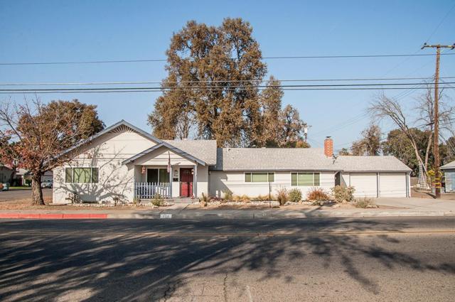 210 W Tulare Avenue, Visalia, CA 93277 (#134954) :: The Jillian Bos Team