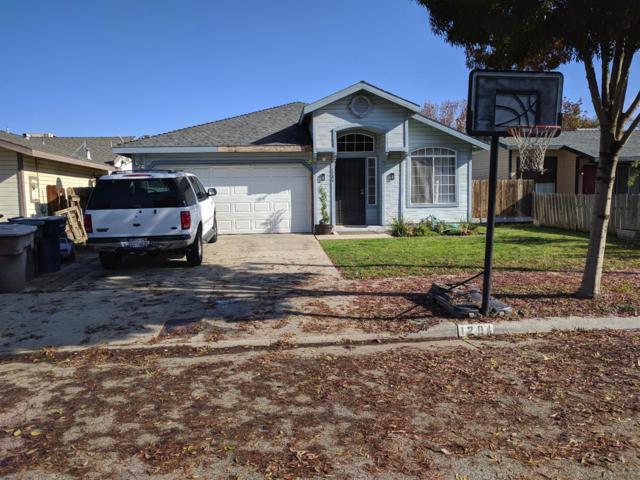 1284 Deer Creek Street, Tulare, CA 93274 (#142299) :: Robyn Graham & Associates