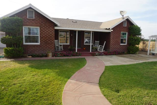 823 Oak Avenue, Lindsay, CA 93247 (#142307) :: Robyn Graham & Associates