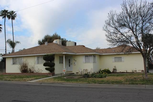 237 E Colonial Drive, Hanford, CA 93230 (#203036) :: The Jillian Bos Team