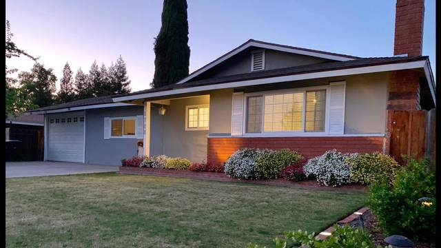1728 W Sunnyside Avenue, Visalia, CA 93277 (#203950) :: The Jillian Bos Team