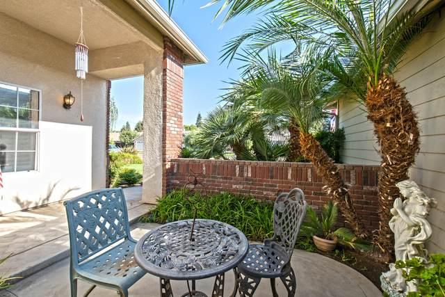2400 Howard Street, Kingsburg, CA 93631 (#206152) :: Martinez Team