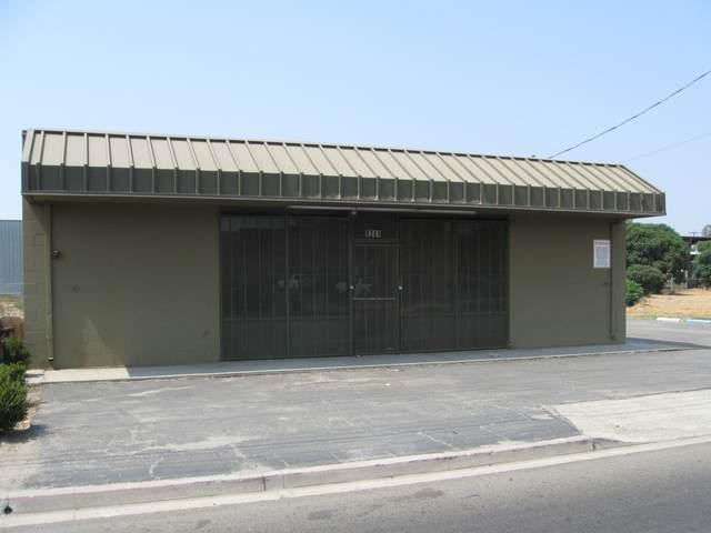 1241 N Ben Maddox Way, Visalia, CA 93292 (#206632) :: Martinez Team