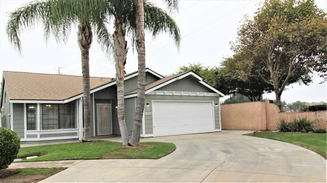 3540 S Heritage Street, Visalia, CA 93277 (#206935) :: Martinez Team