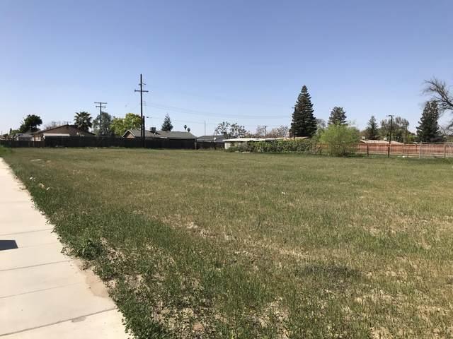 951 S H Street, Tulare, CA 93274 (#210972) :: Martinez Team