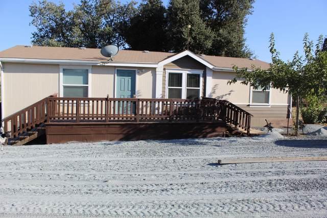 11893 Rd 272, Porterville, CA 93257 (#212630) :: Robyn Icenhower & Associates