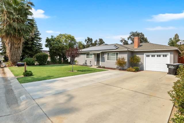 1414 W Paradise Avenue, Visalia, CA 93277 (#213493) :: The Jillian Bos Team