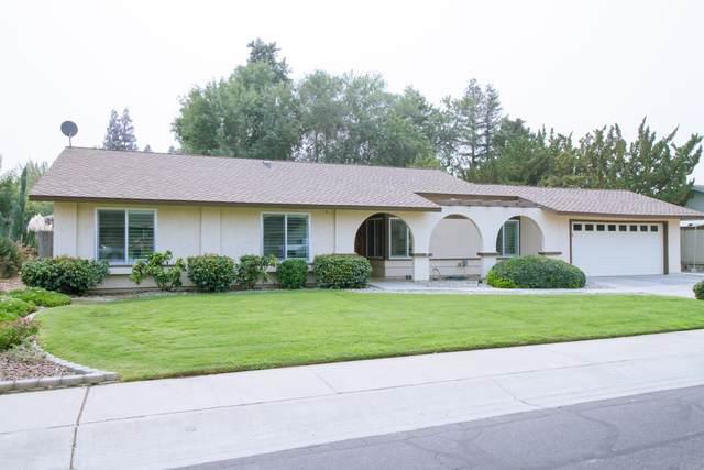 2411 E Paradise Avenue, Visalia, CA 93292 (#213533) :: The Jillian Bos Team