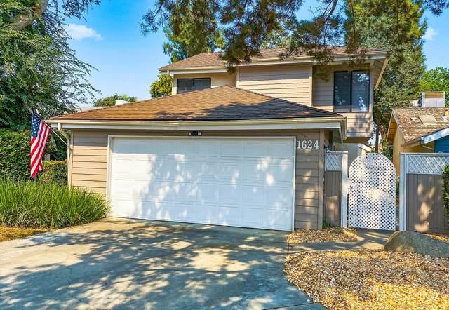 1624 E Castleview Drive, Visalia, CA 93292 (#207081) :: The Jillian Bos Team