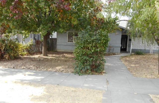 231 N Perry Avenue, Dinuba, CA 93618 (#135148) :: The Jillian Bos Team
